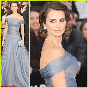 penelope-cruz-oscars-2012-red-carpet