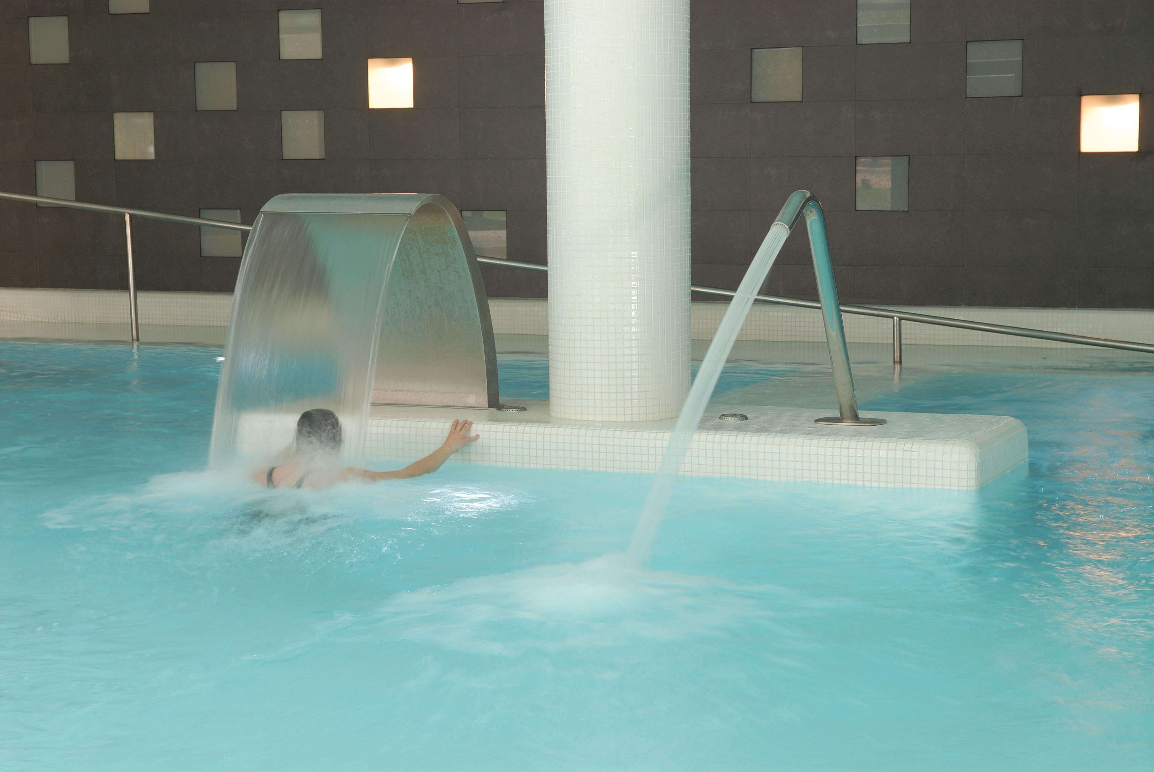 Mi ruta perfecta en arag n trentermal for Chorros para piscinas